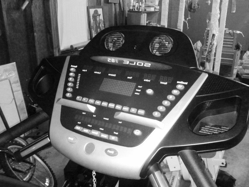sole_f85_treadmill_view_1